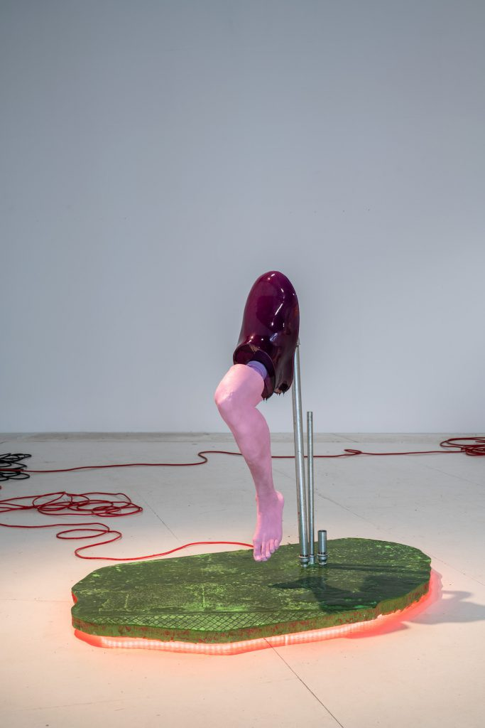 Close up art installation by Malte Bruns at wildpalms Düsseldorf